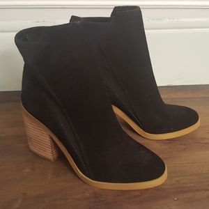 Katy Perry black suede/leather booties size 6